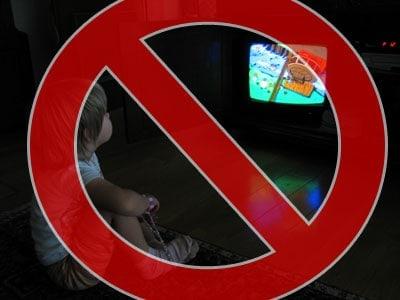 kid_watching_tv_x
